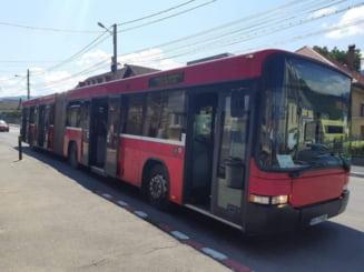Elevii care fac naveta de la Sacele la Brasov vor calatori gratuit pe linia de autobuz ce leaga cele doua localitati