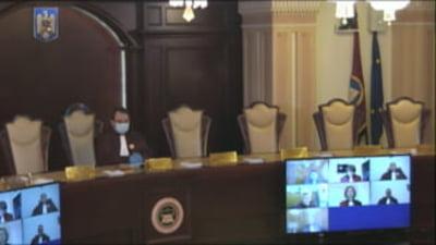Elevii cer Avocatului Poporului sa sesizeze CCR: Guvernul legitimeaza abandonul scolar