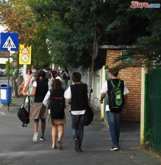Elevii cer Guvernului sa nu isi asume raspunderea pe abrogarea OUG care bloca transportul judetean gratuit