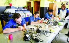 Elevii de la profesionala ar putea obtine burse pentru masa si cazare