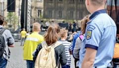Elevii din doua scoli constantene au primit vizita politistilor