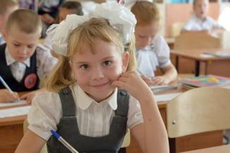 Elevii din invatamantul de stat vor primi cate 350 de lei, in fiecare an, pentru uniforme. Proiectul a fost adoptat de Senat si va intra in vigoare incepand cu anul scolar 2021-2022