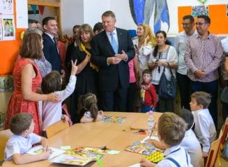 """Elevii ii cer presedintelui Iohannis sa nu promulge Legea pentru protectia profesorilor: """"Respectul nu se obtine prin lege"""""""