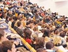 Elevii pot experimenta viata de student