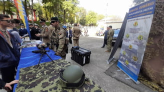 """Elevii romascani au invatat despre cariera militara, in cadrul """"Zilei Armatei Romaniei in scoli"""""""