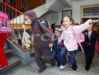 Elevii si prescolarii se intorc la scoala