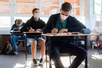 Elevii vor fi obligati sa poarte masca de protectie pe durata examenelor