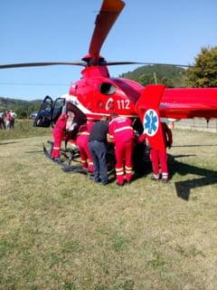 Elicopterul SMURD intervine la un accident rutier in Garbou