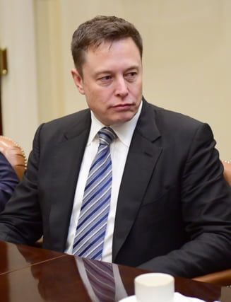 Elon Musk trimite pe Marte un automobil Tesla