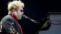Elton John sta doar patru ore la Bucuresti