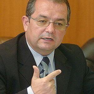 Emil Boc: Avem bani pentru salarii, pensii si alocatii pana la finele anului