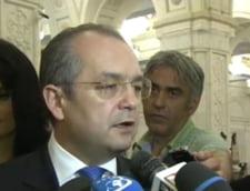 Emil Boc: Cine voteaza motiunea este exclus din PDL