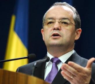 Emil Boc: Introducerea stemei pe drapel nu este o solutie benefica