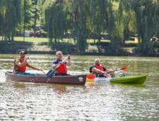 """Emil Boc a vaslit intr-un canoe, pe un lac din Cluj, pentru a-i aduce un ultim omagiu lui Ivan Patzaichin: """"Canoea a pierdut un mare campion"""""""