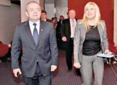 Emil Boc face tot ce ii sta in putinta pentru a o sustine Elena Udrea