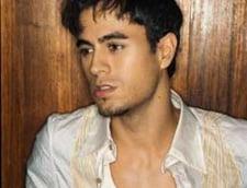 Enrique Iglesias: tata nu ma lasa in studio, dar imi fura ideile