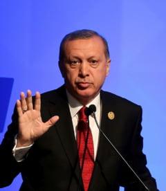 Erdogan i-a promis lui Porosenko ca Turcia nu va recunoaste Crimeea ca teritoriu rus