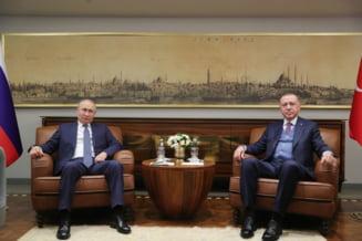 "Erdogan spune ca l-a somat pe Putin sa ""se dea la o parte"" din Siria"