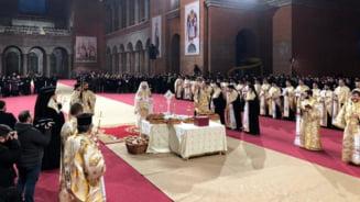 Eroii neamului au fost pomeniti pentru prima data in Catedrala Nationala, intr-o slujba oficiata de Patriarhul Daniel