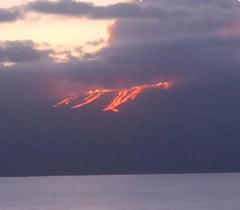 Eruptia spectaculoasa a unui vulcan din Insulele Galapagos (Galerie foto)