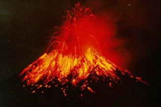Eruptia unui vulcan in Ecuador declanseaza evacuari si inchiderea unui aeroport