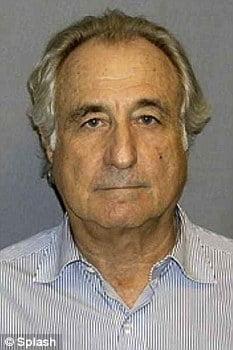 Escrocul Bernard Madoff, batut in puscarie