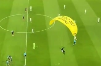 Euro 2020: moment dramatic la meciul Franta - Germania. Un parasutist a ratat aterizarea pe arena din Munchen VIDEO