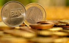Euro a coborat spre 4,64 lei