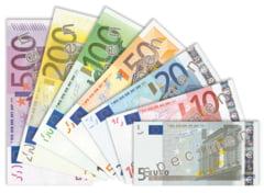 Euro a scazut la minimul ultimelor trei saptamani