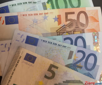 Euro nu se mai opreste. A trecut de 4,78 lei