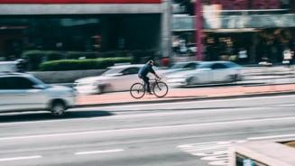 Europa se urca pe biciclete, pe masura ce restrictiile generate de pandemie sunt relaxate