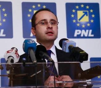 Europarlamentarul Cristian Busoi (PNL), acuzat ca si-a plagiat teza de doctorat