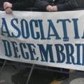 Evacuata din sediu, Asociatia 21 Decembrie 1989 a tinut sedinta in strada cu scandari anti-Iliescu