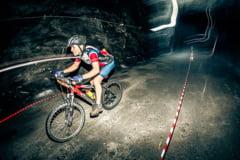 Eveniment unic in Romania! Sute de oameni pedaleaza printr-o mina de sare, pentru a salva viata unui copil