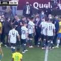 Evenimente incredibile în duelul istoric Brazilia - Argentina! Medicii au intrat pe teren pentru a-i împiedica pe argentinieni să joace VIDEO