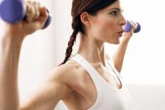 Exercitii fizice pentru abdomen, piept si spate, destinate femeilor