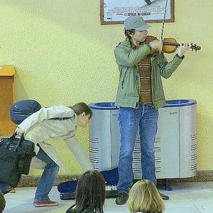 Experiment la metrou: Recital exceptional la un Stradivarius