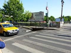 """Explicatii pentru asfaltul surpat langa Palatul Parlamentului: De ce """"a cazut o bucata din strada"""""""