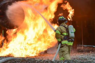 Explozie puternica urmata de incendiu intr-o uzina chimica din Spania