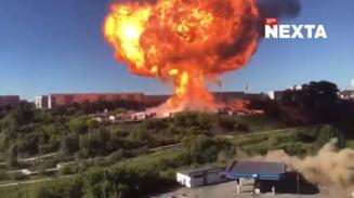 Explozie socanta la o benzinarie din Rusia. O cisterna de combustibil a fost aruncata sute de metri de suflul deflagratiei printre oameni care incercau sa fuga VIDEO