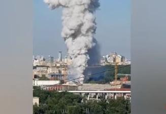 Explozie spectaculoasa la un depozit plin cu petarde din Moscova. Sunt implicate si fortele aviatice in stingerea incendiului VIDEO