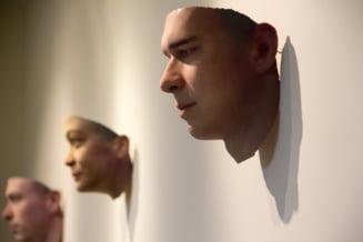 Expozitie cu chipuri 3D realizate dupa ADN-ul recoltat din mucuri de tigari si gume de mestecat aruncate pe jos