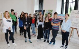 """Expozitie cu lucrarile de atestat ale elevilor Liceului de Arte """"I.St. Paulian"""""""