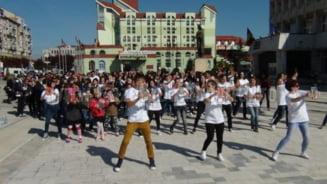 FOTO - Flashmob de promovare a lecturii, initiat de Biblioteca Judeteana