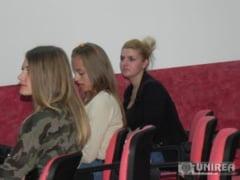 "FOTO| ""Invata sa circuli corect'' - Dezbatere pe teme de legislatie rutiera la Colegiul Tehnic ""Ion D. Lazarescu'' Cugir"