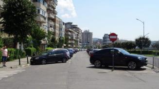 FOTO - RAMNICU VALCEA: Lucrari pe splaiul Independentei - se reabiliteaza cea mai mare parcare supraterana din zona centrala