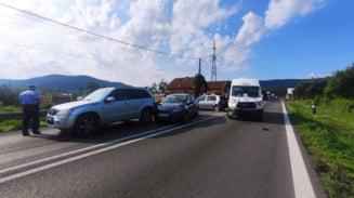 FOTO: ACCIDENT cu patru masini si o victima la BUJORENI