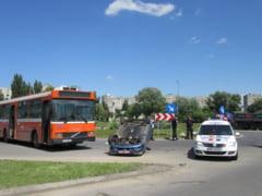 FOTO: Accident spectaculos intr-un sens giratoriu din Sfantu Gheorghe