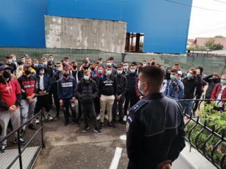 FOTO! Actiuni ale politistilor de la Siguranta Scolara in zonele unitatilor de invatamant vrancene, in contextul pandemiei de COVID-19