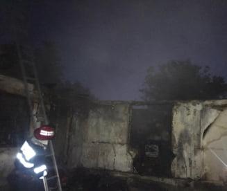 FOTO! Atentie la instalatiile electrice! O locuinta a ars din cauza unui scurtcircuit electric